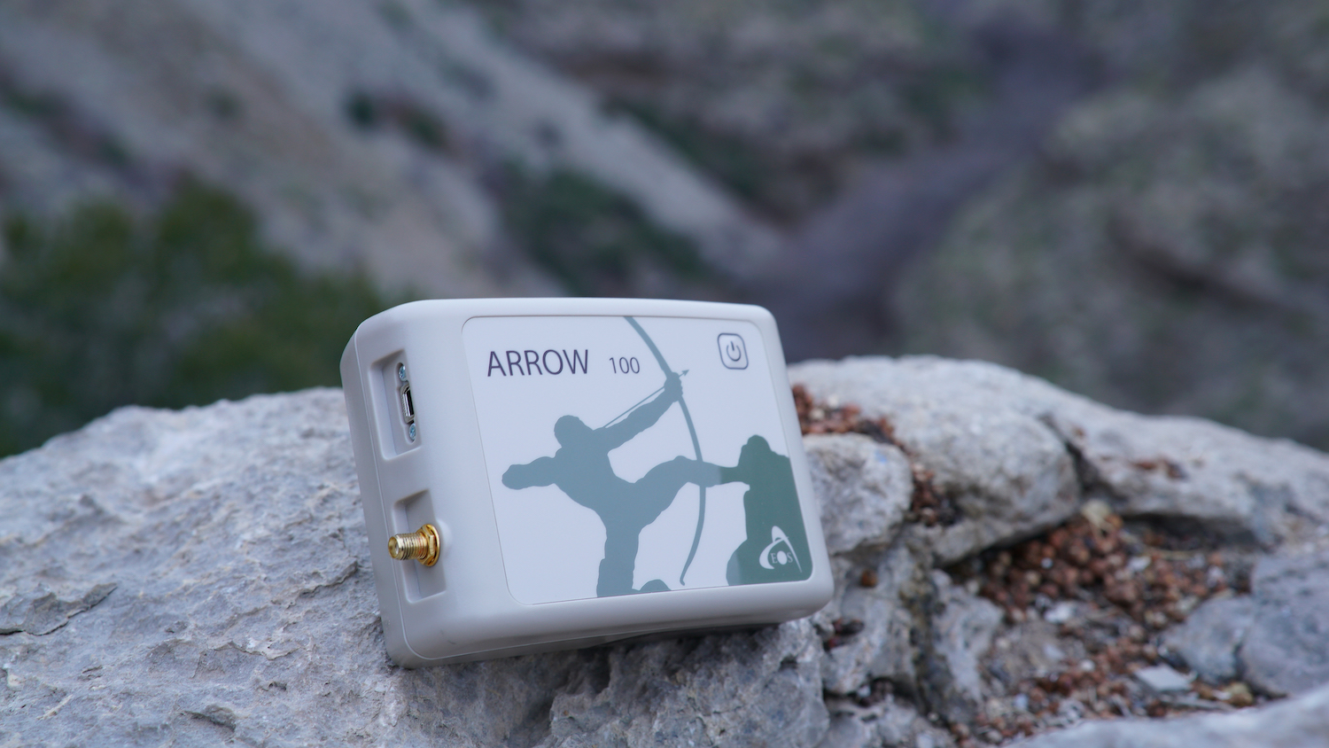Arrow 100 GNSS receiver subfoot submeter GPS receiver four constellation for iOS, Android, Windows
