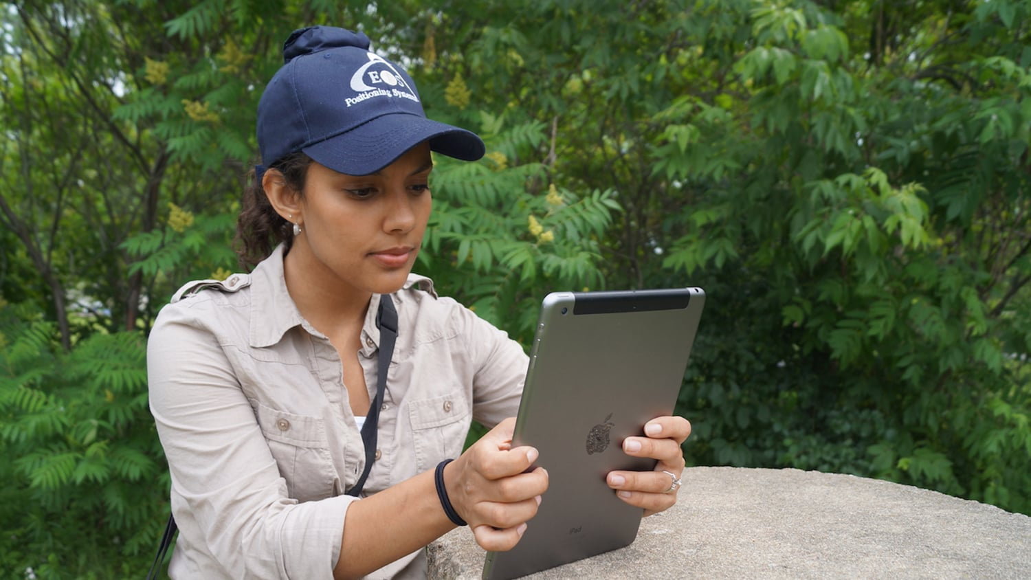 ArcGIS High-precision GNSS data collection for mobile GIS is here GPS Esri