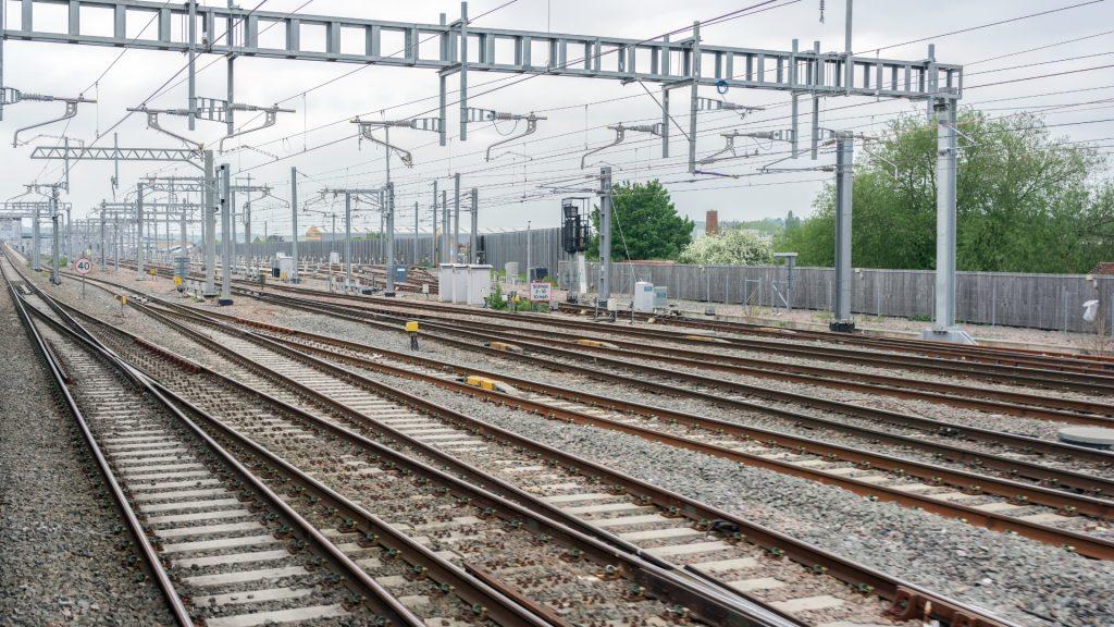 Arcadis uses ArcGIS Survey123 and Eos Arrow GNSS for electric asset railway survey