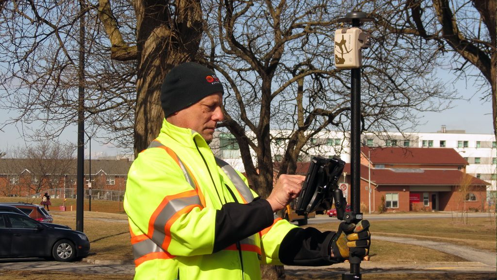 Arrow Gold for Locates: Niagara Region Keeps Infrastructure Safe with Centimeter Accuracy from RTK Base Station and Arrow Gold Locations in Collector for ArcGIS®; shown here they test the rover