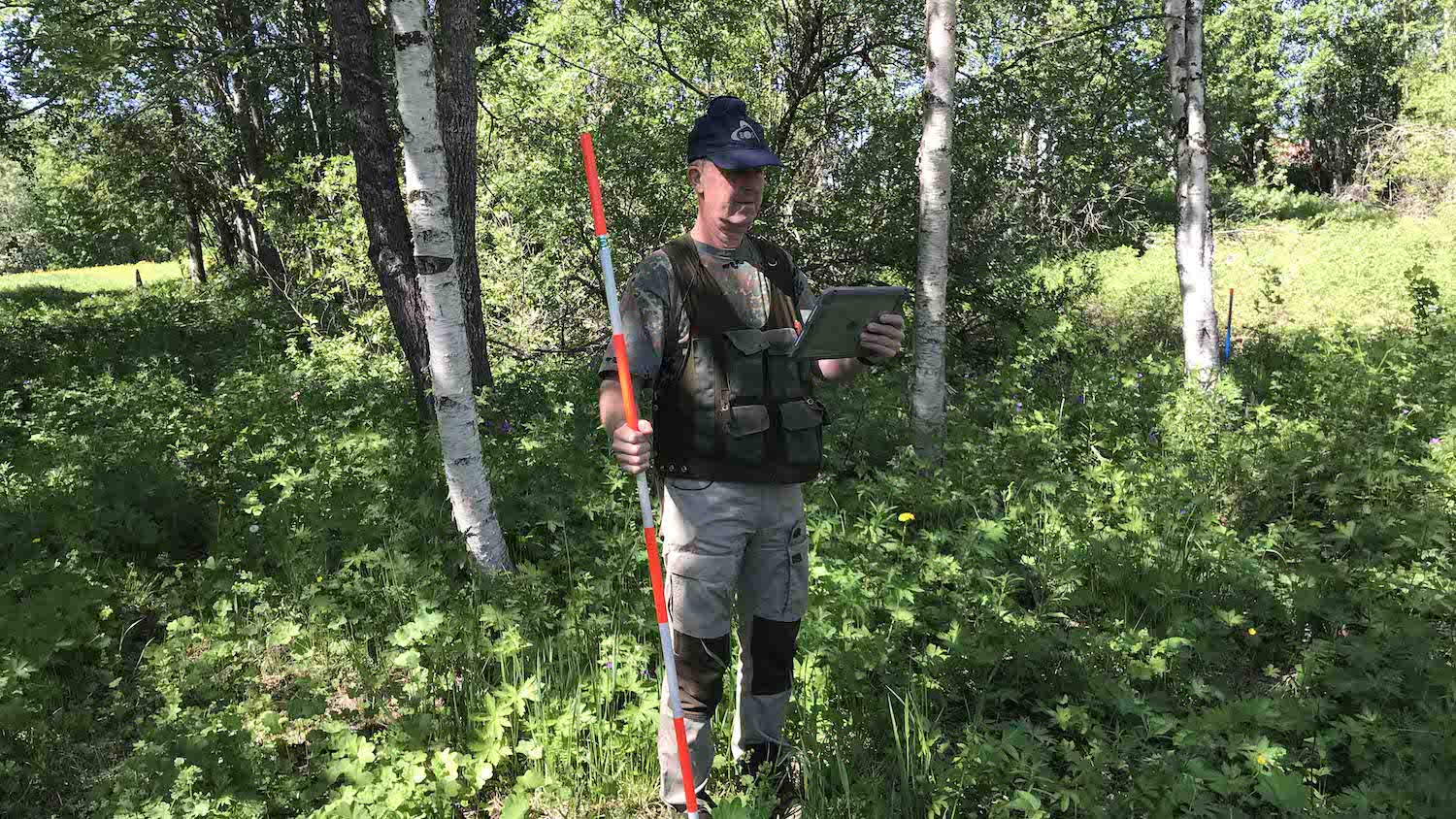 Håkan Bergstedt maps Swedish property markers using Arrow 100 GNSS and ArcGIS on iPad